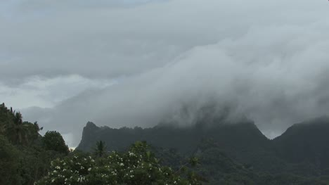 Moorea-timelapse-clouds-and-peak