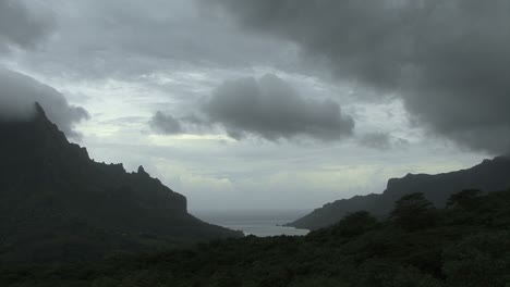 Moorea-time-lapse-clouds-7