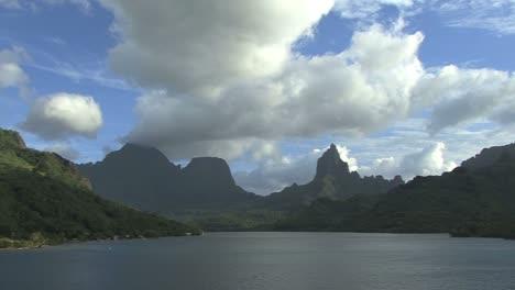 Sartenes-Moorea-Bahía-De-Opunohu