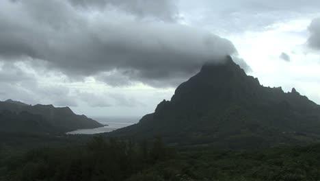 Moorea-Opunohu-Bay-below