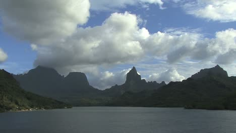 Moorea-Opunohu-Bay-&-Mt-Rotui