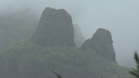 Moorea-misty-mountain