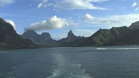 Moorea-leaving-island