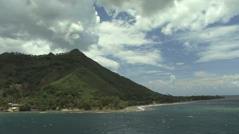 Entrada-A-La-Laguna-Moorea-Con-Nubes