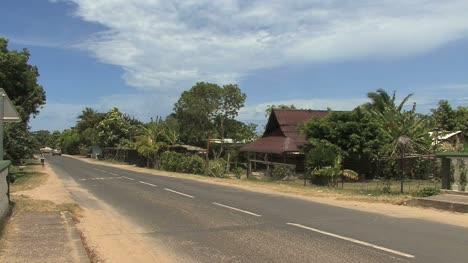 Moorea-house-by-road