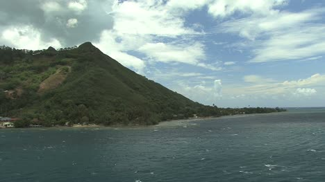 Moorea-headland-leaving-island