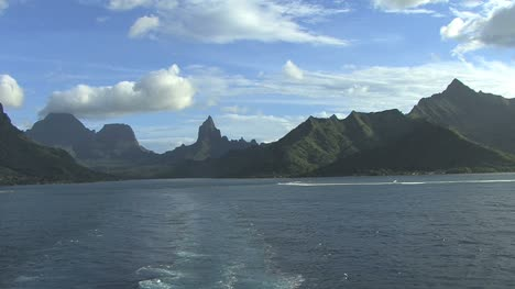 Leaving-Moorea-with-clouds-and-reef