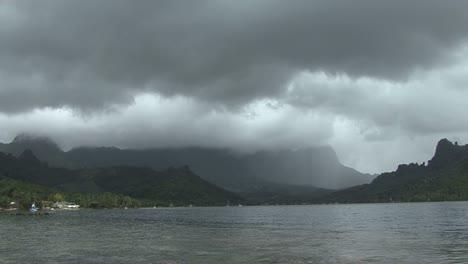 Moorea-Cook-s-Bay-rain-timelapse-3