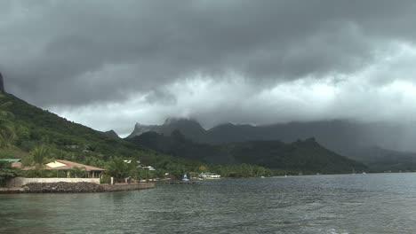 Moorea-Cook-s-Bay-dark-clouds
