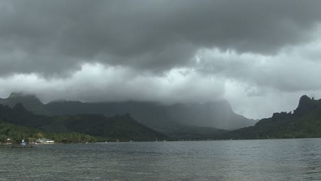 Moorea-Cook-s-Bay-rain-timelapse