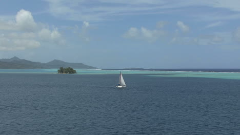 Raiatea-sailboat-in-lagoon-vista