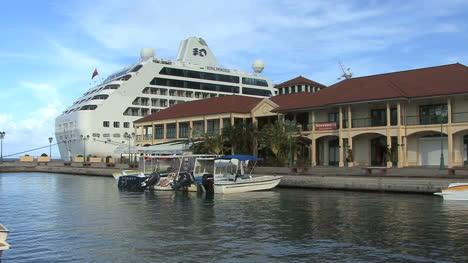 Raiatea-cruise-ship-at-Uturoa-town