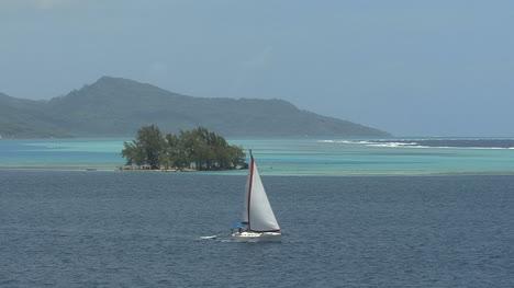 Raiatea-sailboat-in-lagoon-2