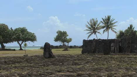 Raiatea-Taputapuatea-marae-1