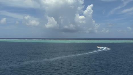 Raiatea-excursion-boat-in-lagoon-2