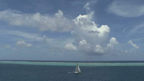 Raiatea-sailboat-in-lagoon-time-lapse