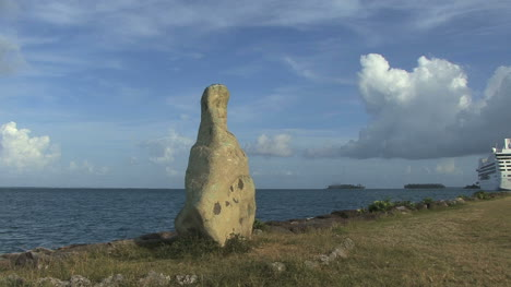 Raiatea-stone-by-the-sea-22