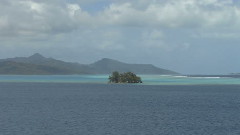 Raiatea-zooms-to-motu-island