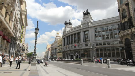 Madrid-downtown-with-people-3