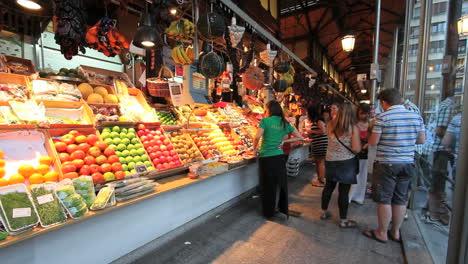 Madrid-market-with-fruit-1