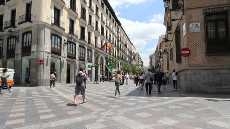 Madrid-pedestrian-street-fast
