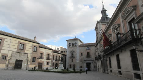 Madrid-Plaza-de-la-Villa-1