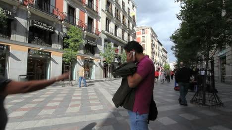Madrid-street-scene-with-phone