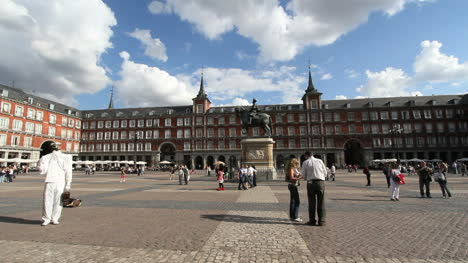 Madrid-Plaza-Major-with-clouds-1a