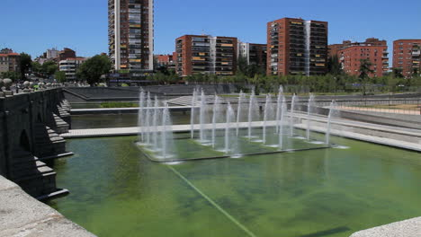 Madrid-fountain-and-apartments-1