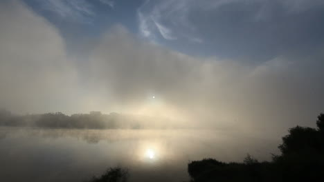 Portugal-lake-and-sun-reflection-in-mist