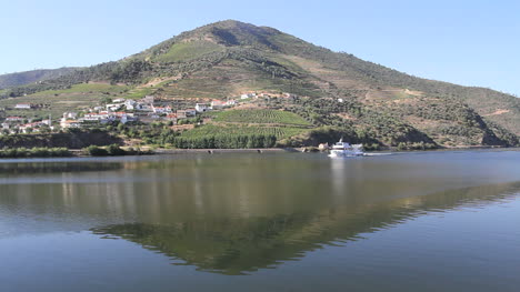 Boat-moves-on-Douro-River