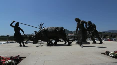 Ponte-de-Lima-peasant-statue
