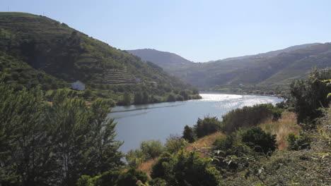 Douro-River-curves-between-hills