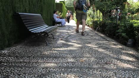 Pasarela-De-La-Alhambra-Con-Turistas