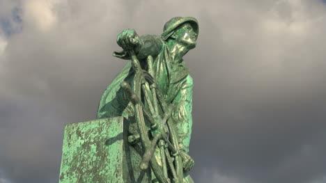 Massachusetts-Gloucester-fisherman-statue-closeup-timelapse-sx