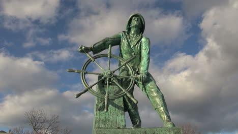 Massachusetts-Gloucester-fisherman-statue-front-view-timelapse-sx