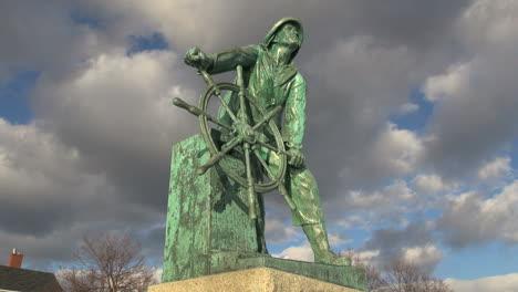 Massachusetts-Gloucester-fisherman-statue-timelapse-sx