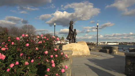 Massachusetts-Gloucester-fishermans-wife-with-roses-sx