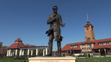 Illinois-Springfield-Estatua-De-Lincoln