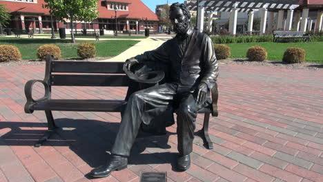 Ilinois-Springfield-Lincoln-Estatua-En-Un-Banco