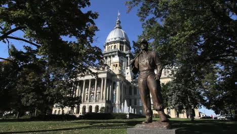 Statehouse-De-Illinois-Springfield-Estatua-Del-Minero