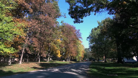 Indiana-Fort-Wayne-street-in-fall-sx