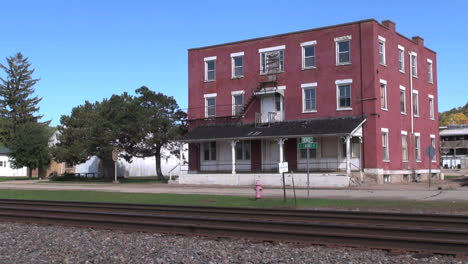 Wisconsin-Cassville-with-brick-building-and-tracks-sx