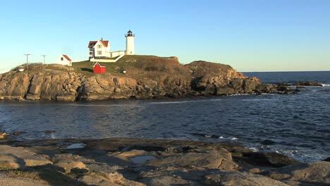 Maine-Nubble-Lighthouse-across-cove-hx