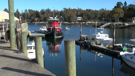 Maine-Robinson-Wharf-with-red-tug-boat-sx