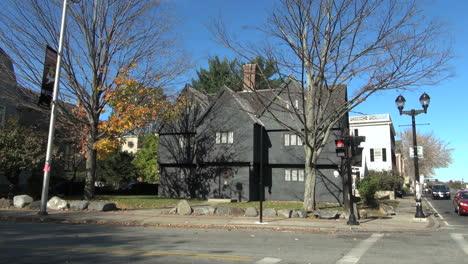 Massachusetts-Salem-Casa-De-La-Bruja-Y-Farola-Sx