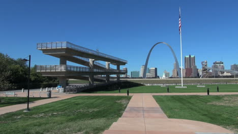 Missouri-St-Louis-arch-with-viewing-platform-s