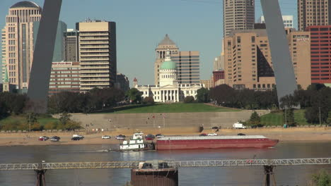 Missouri-St-Louis-Courthouse-Y-Arco-Con-Barcaza-S