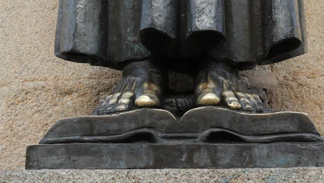 Spain-Extremadura-Caceres-feet-of-saint-statue