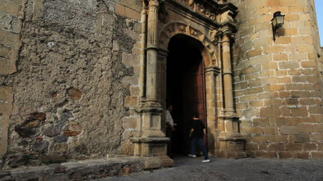 Spain-Extremadura-Caceres-man-in-church-door